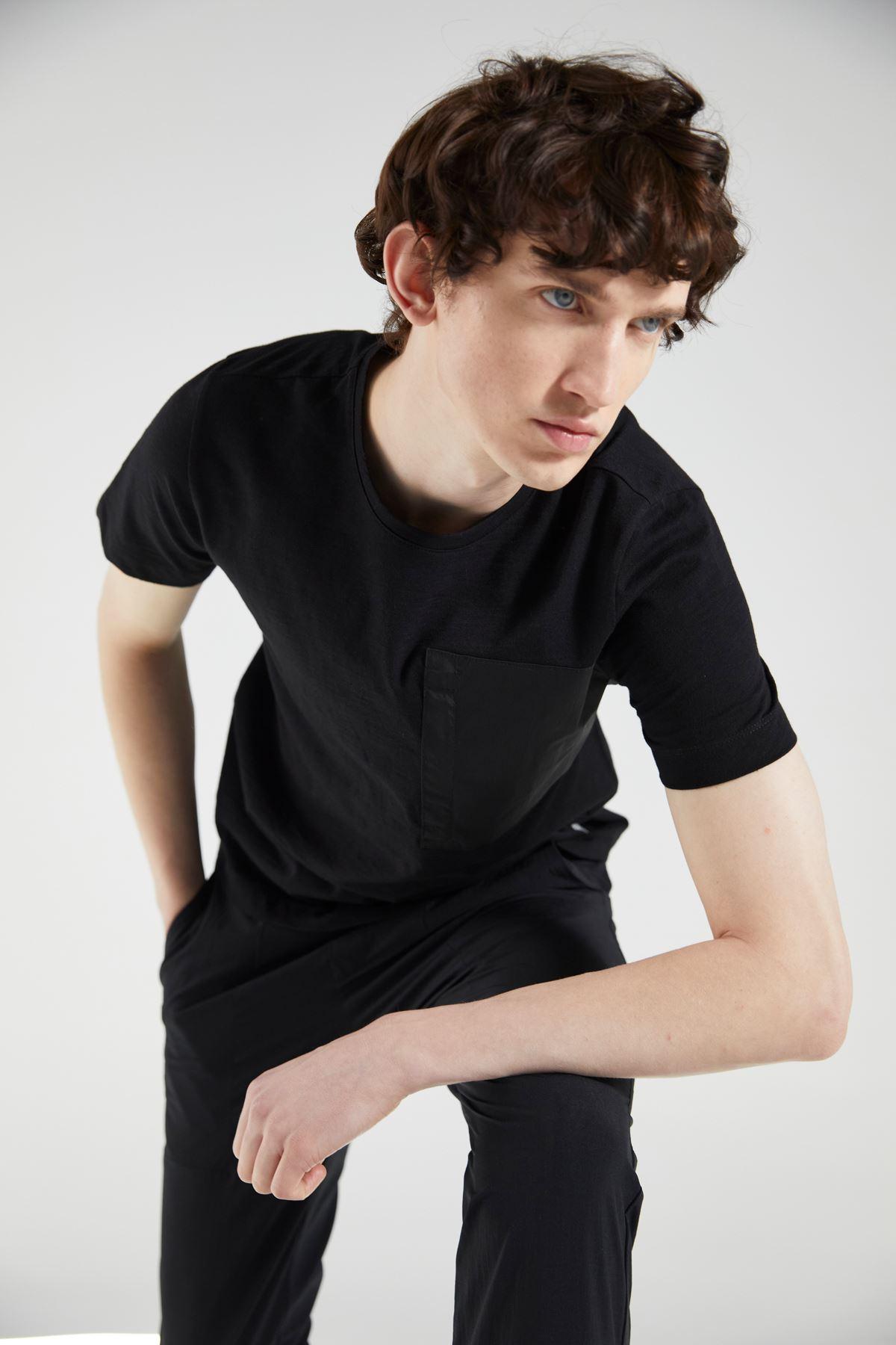 Siyah Bisiklet Yaka Kısa Kol Tshirt